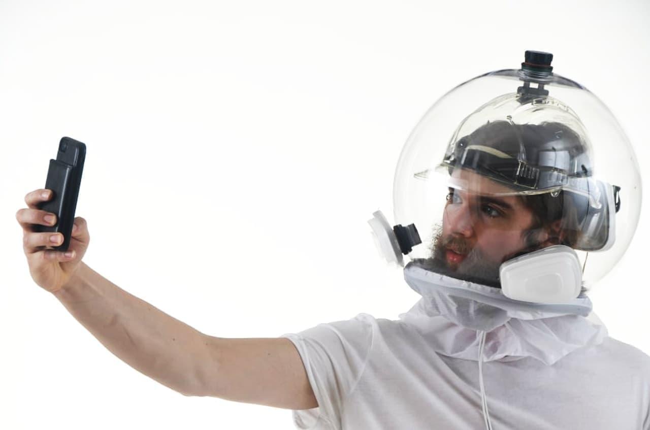 頭から被るマスク「Covidisor」