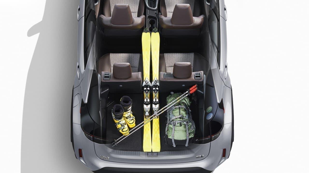 トヨタがコンパクトSUV「ヤリスクロス」を発売 ― こだわり抜いた荷室空間でアクティブライフをサポート