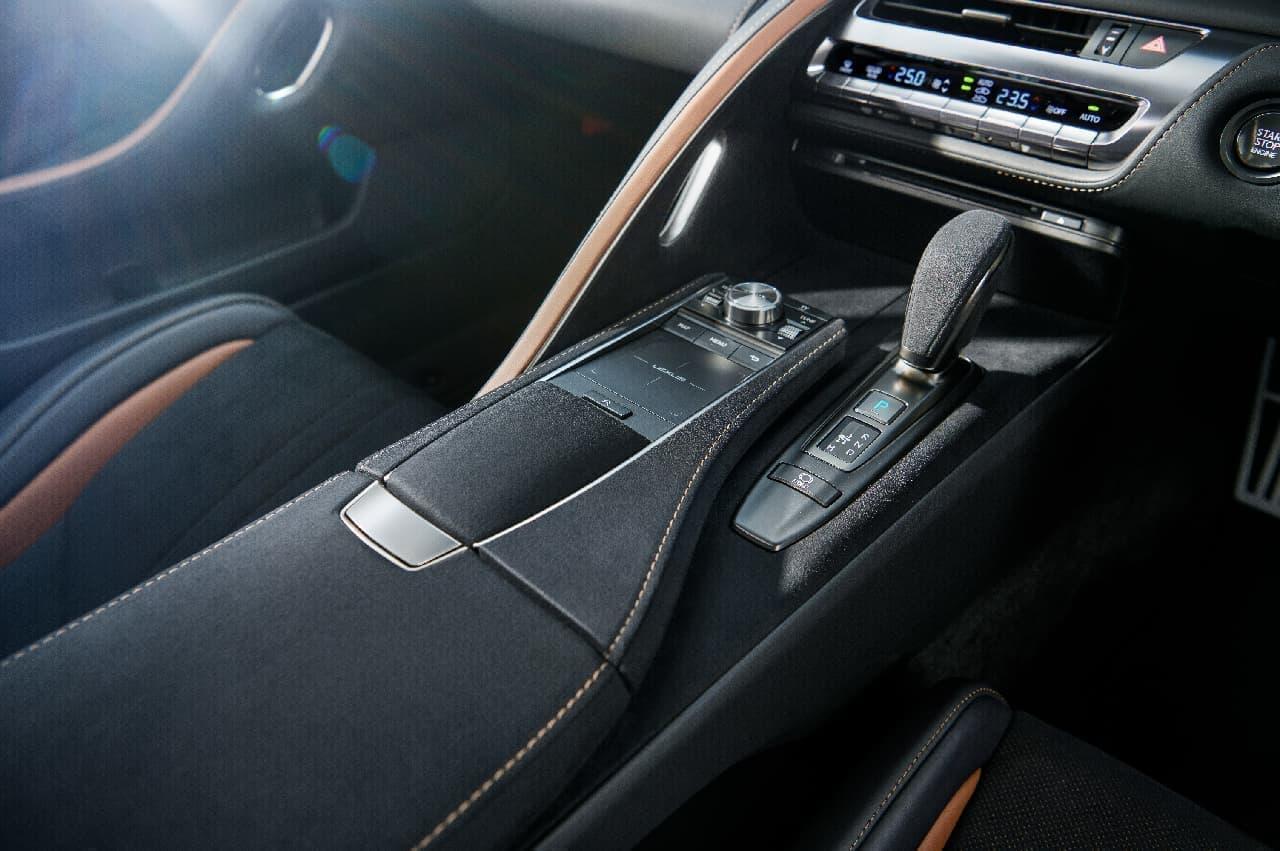"LEXUS「LC」に特別仕様車""AVIATION"" - 航空機のウィングレットから着想を得たリヤウィング装備"