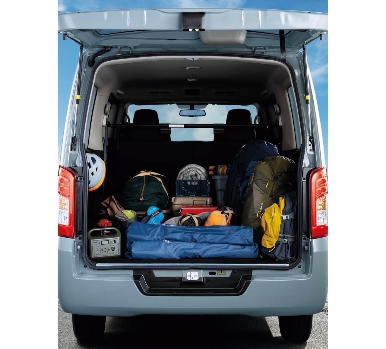 日産「NV350キャラバン」にキャンプやアウトドアレジャー向けの特別仕様車「プレミアムGX BLACK GEAR」