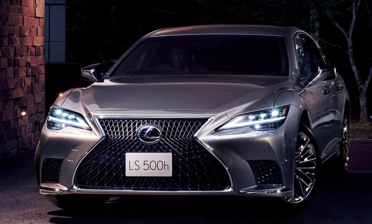 LEXUS 新型「LS」発売 - 鏡面のような質感を実現した「銀影ラスター」を新規開発
