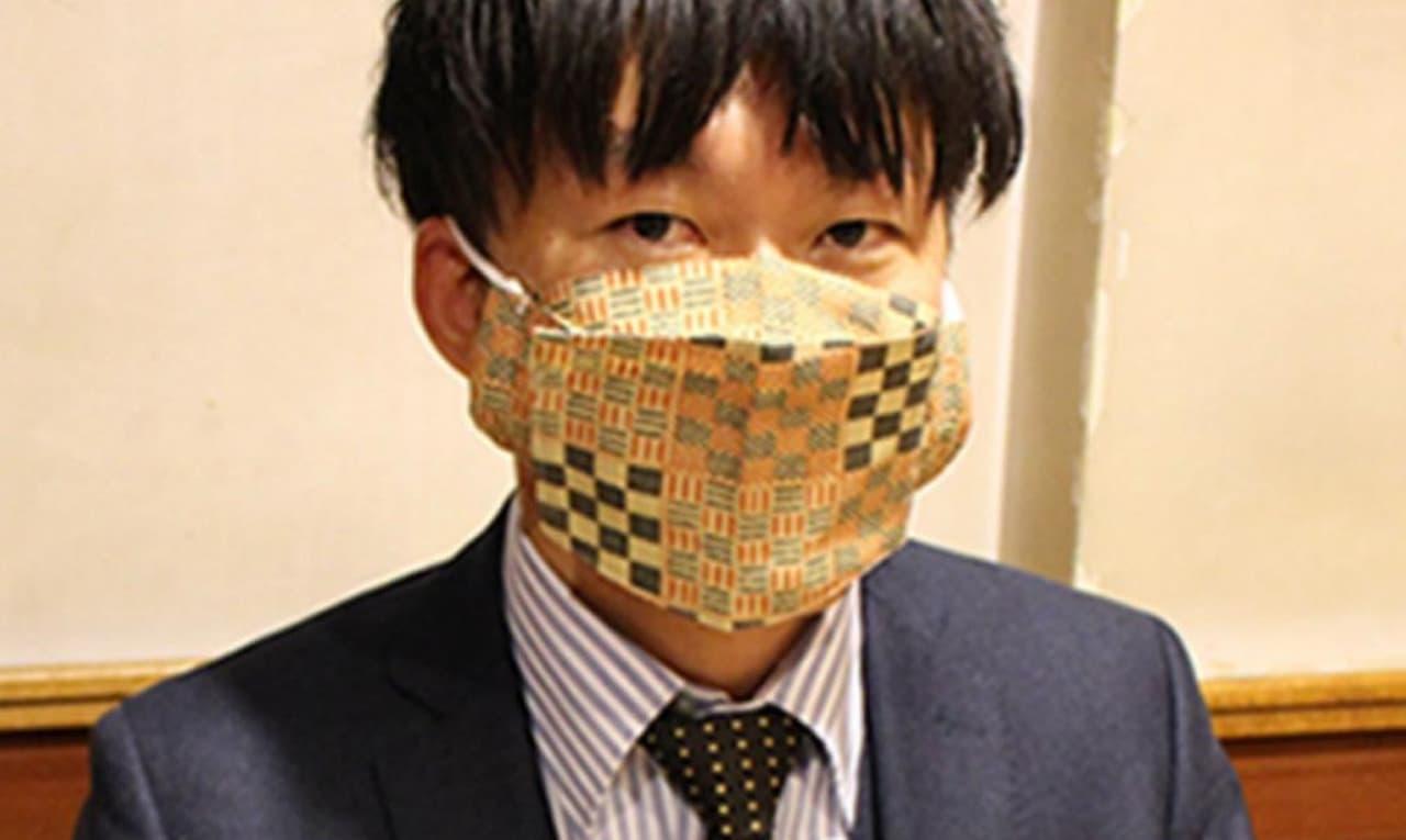 食べる時に開放できるマスク「イートマスク」発売 - 左右どちらにも開きます