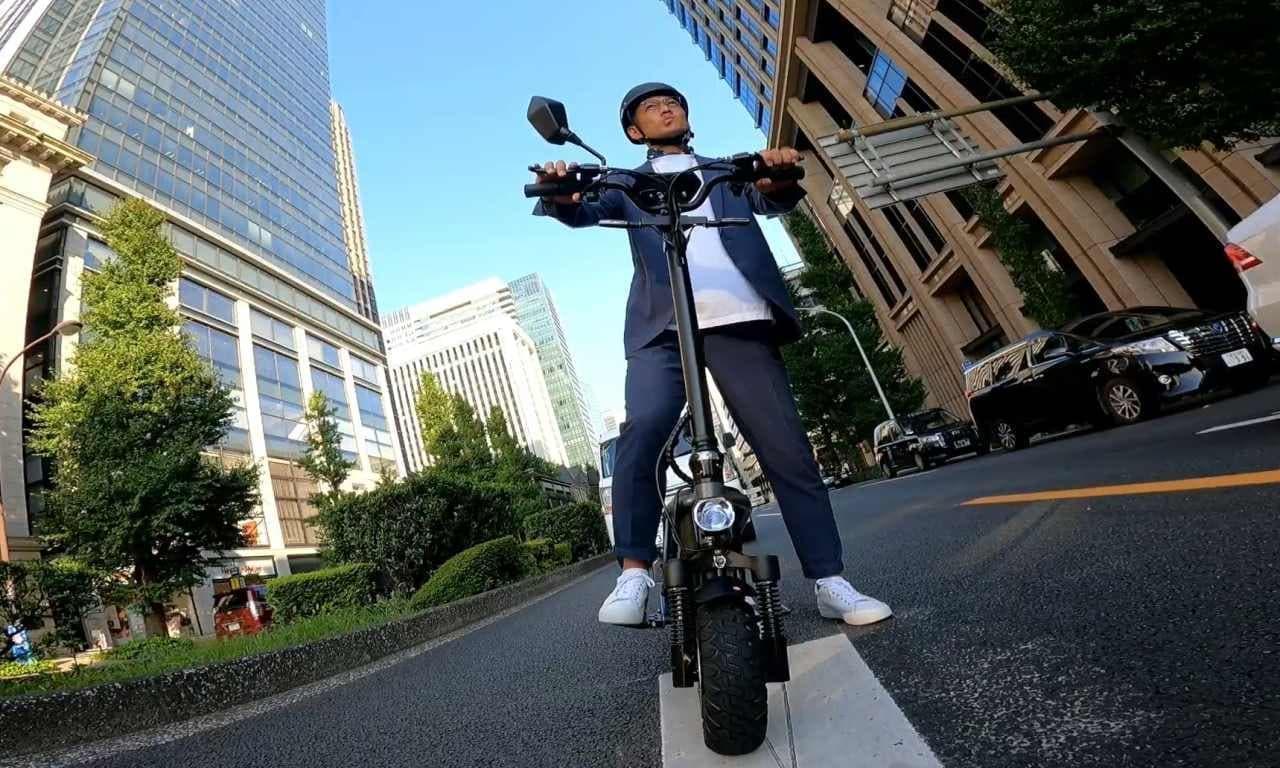 公道を走れるスタンディング電動バイク「Free Mile plus」店舗販売開始!