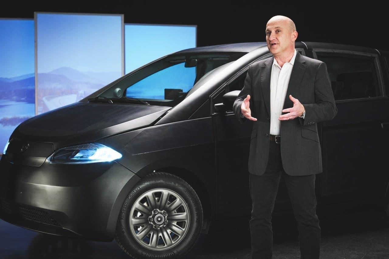 ほぼ全面にソーラーパネル!太陽光だけで走れるSono Motors「Sion」がCES2021に登場