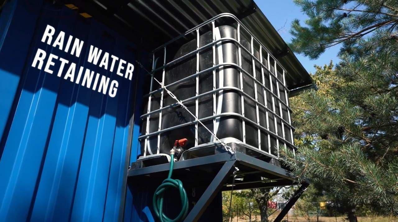 風力発電や雨水収集システムを装備 オフグリッドなコンテナハウス「Gaia(ガイア)」
