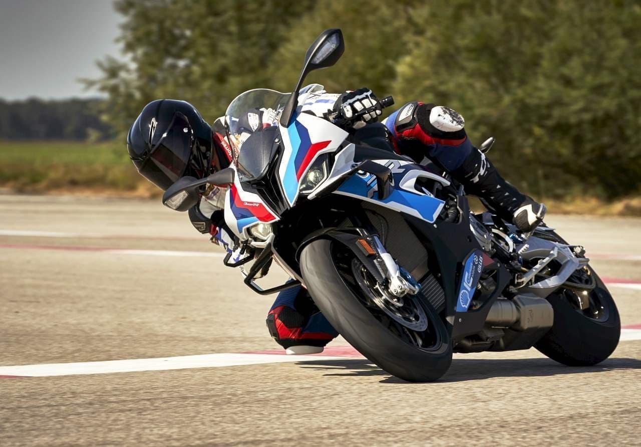 最高出力212PS! BMW Motorrad初となるMモデル「BMW M 1000 RR」