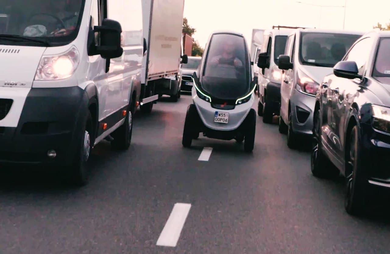 渋滞が嫌い! クルマの間をすり抜けるときには細くなるクルマ「TRIGGO」