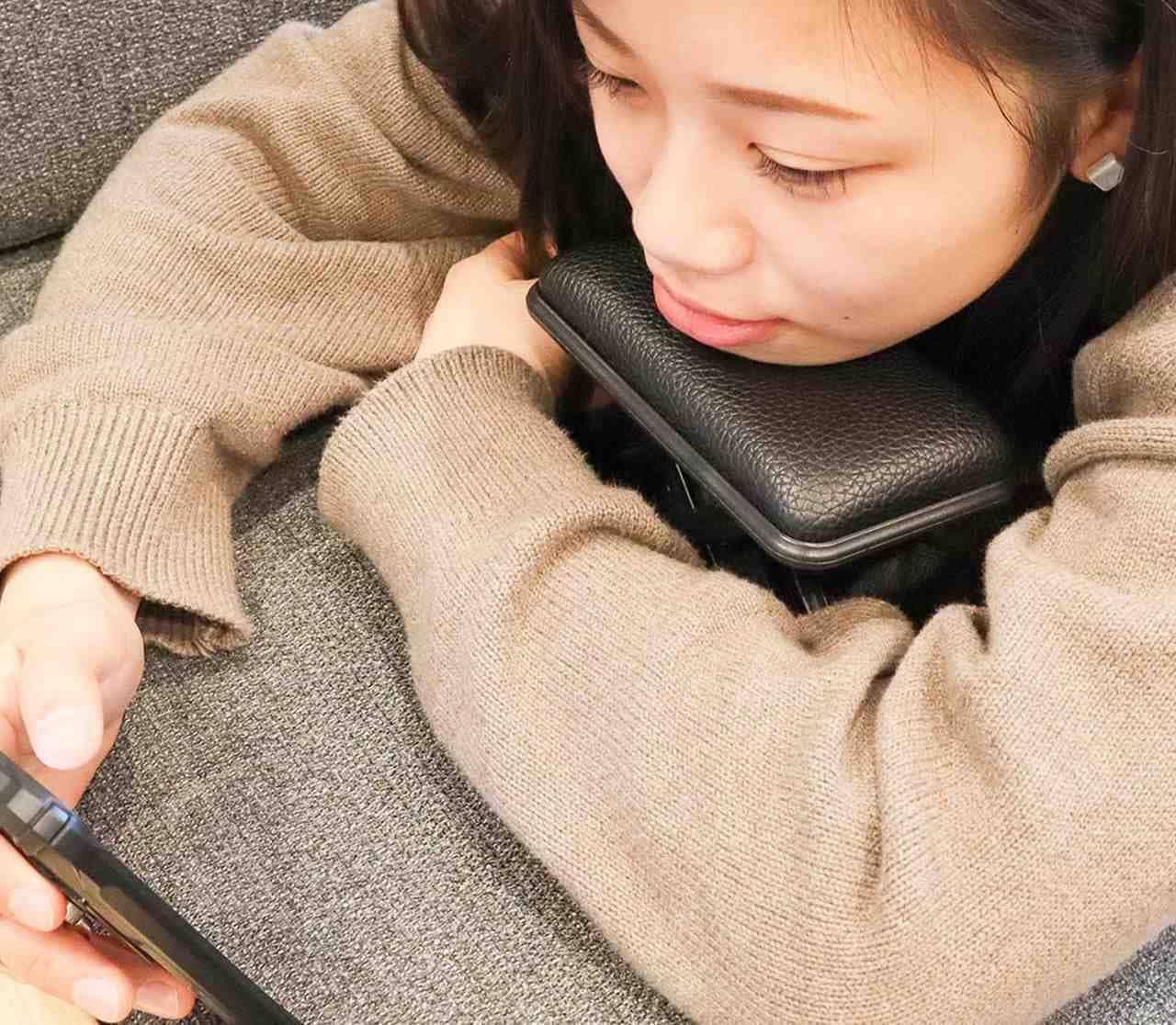 アゴ用の枕「ダラダラピロ~」 スマホ時代の必需品?