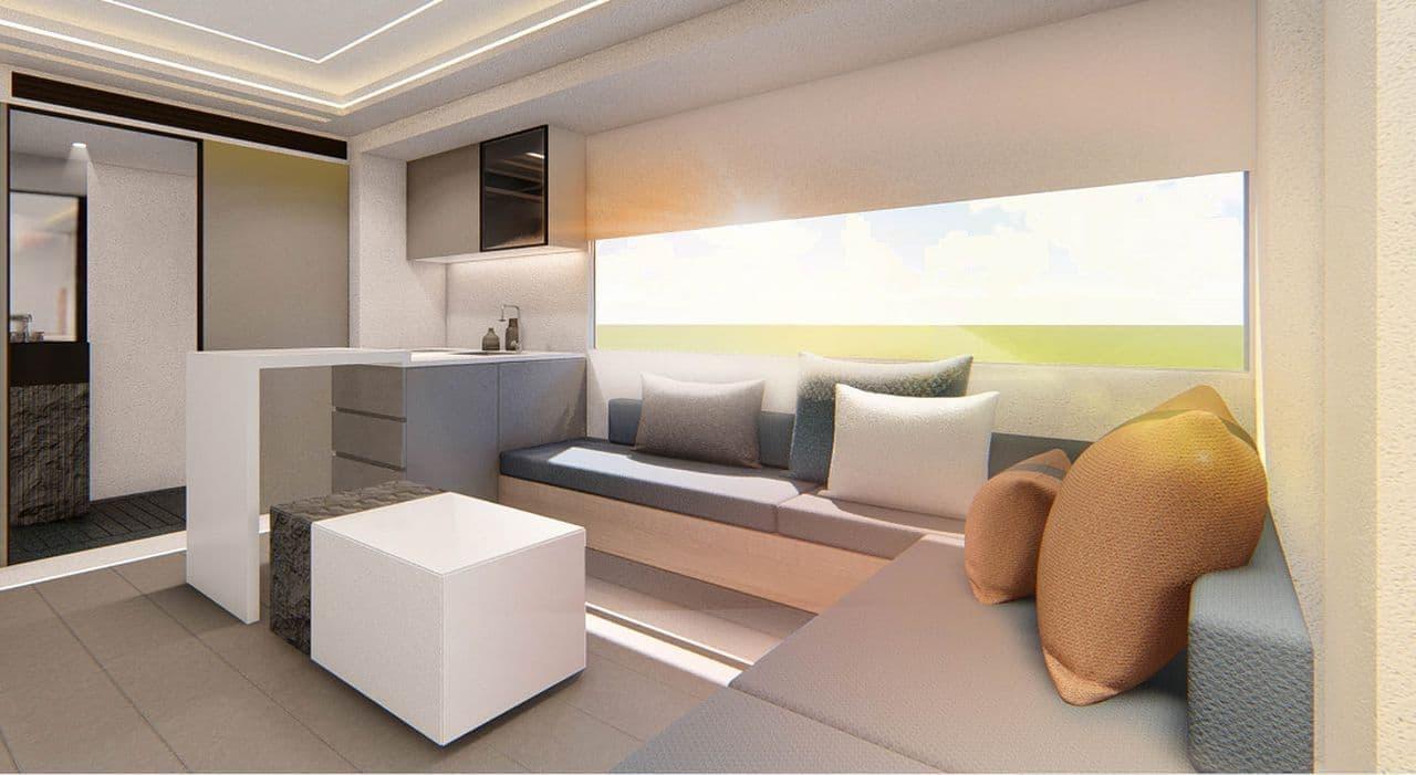 2階の部屋は3面ガラス張りでバルコニーもある構造。キャンプ地の景色を堪能できます。