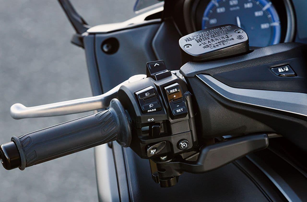 ヤマハ「TMAX560 TECH MAX ABS」に2021年モデル スポーティなイメージの「グレー」を新設定