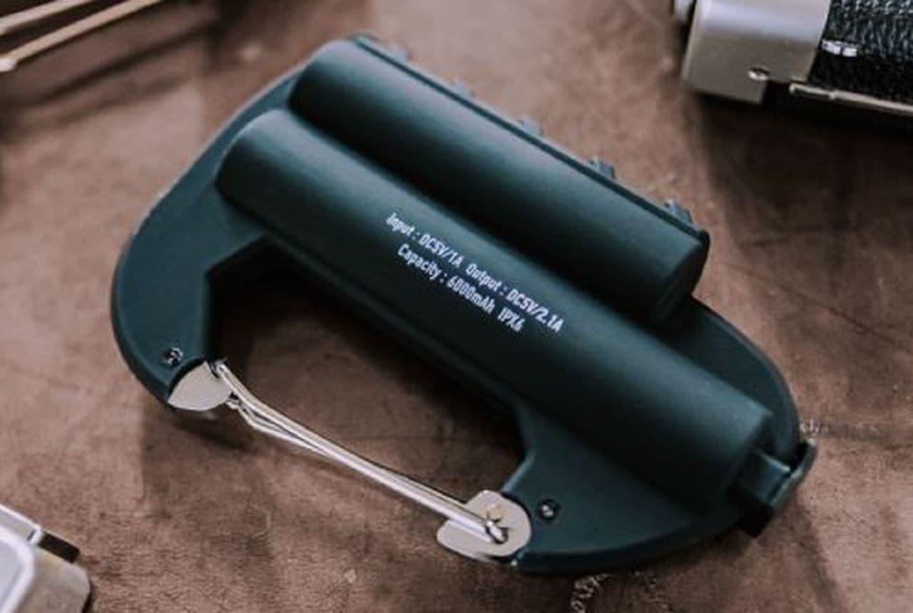 カラビナタイプのモバイルバッテリー「Carabiner Battery Double」
