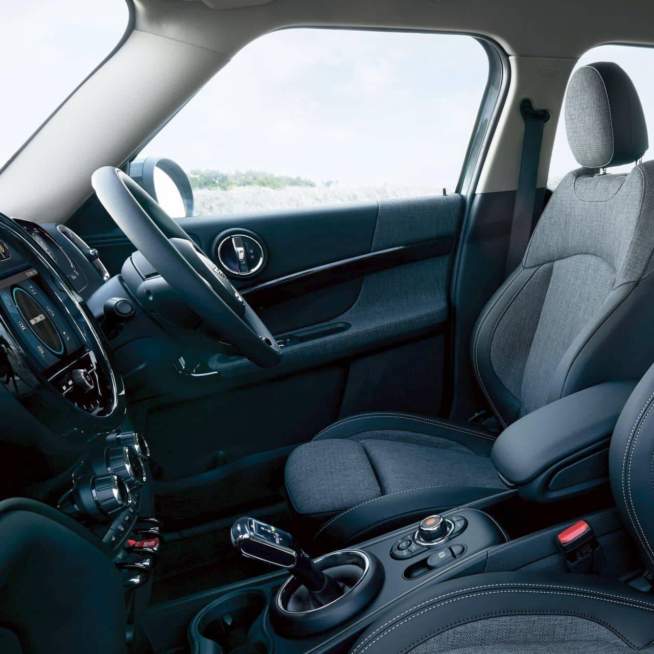 MINI Crossoverに特別なブルーの限定車「ボードウォーク・エディション」
