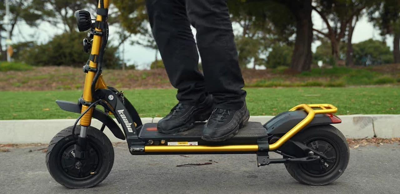 時速100km/hで走れる電動キックスケーター「ウルフキング」