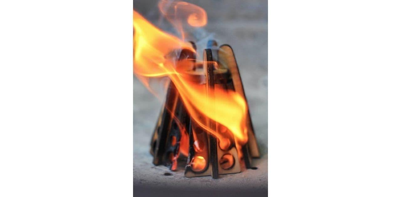 【キャンプ】遊び心のある着火剤「Firetent」…焚火をする前にミニテントを組む