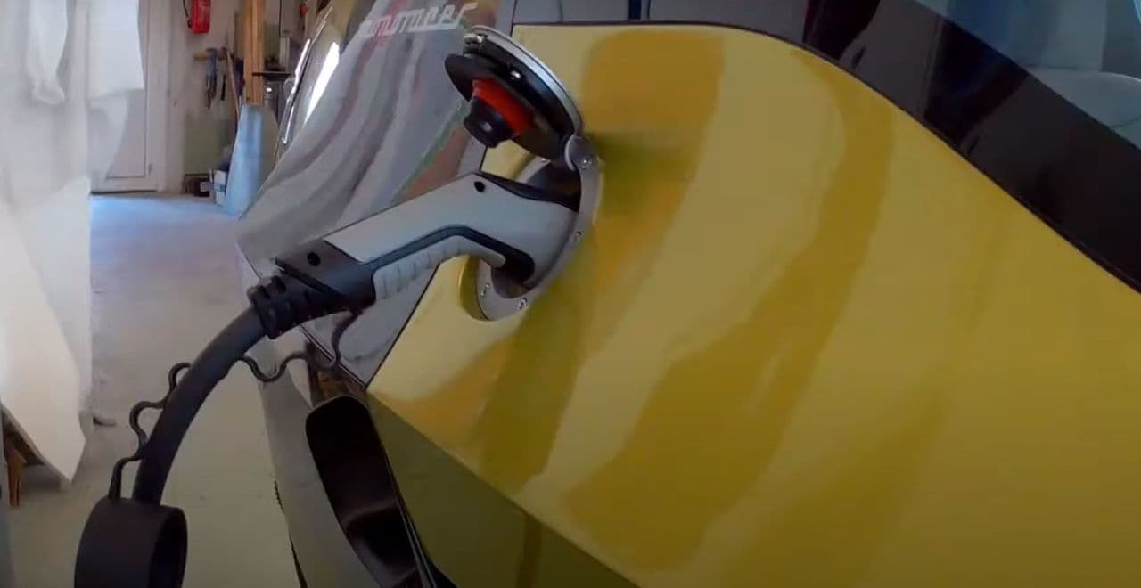 2輪の電動ビークルPeraves CZ「MONORACER」は