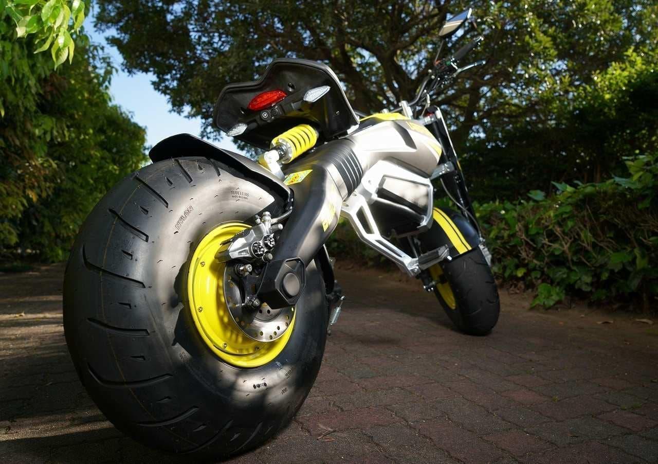イタリアン電動バイク「ビーチマッド」が