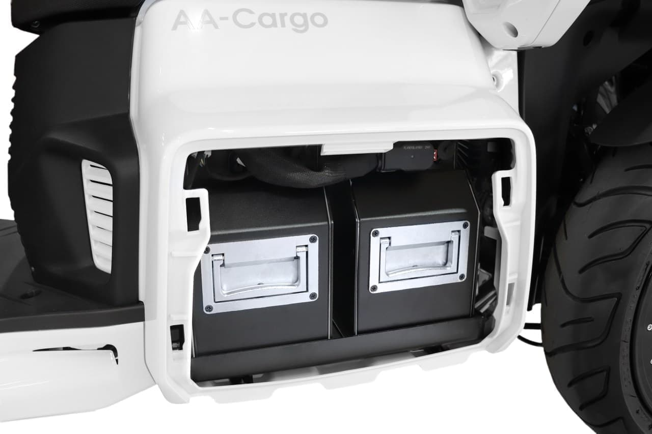 郵便配達車両に原付二種の電動3輪バイク「AAカーゴ β8」採用