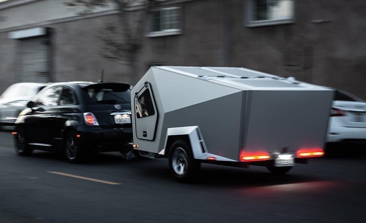 走るカプセルホテルPolydropのキャンピングトレーラーに最新モデル「P17」