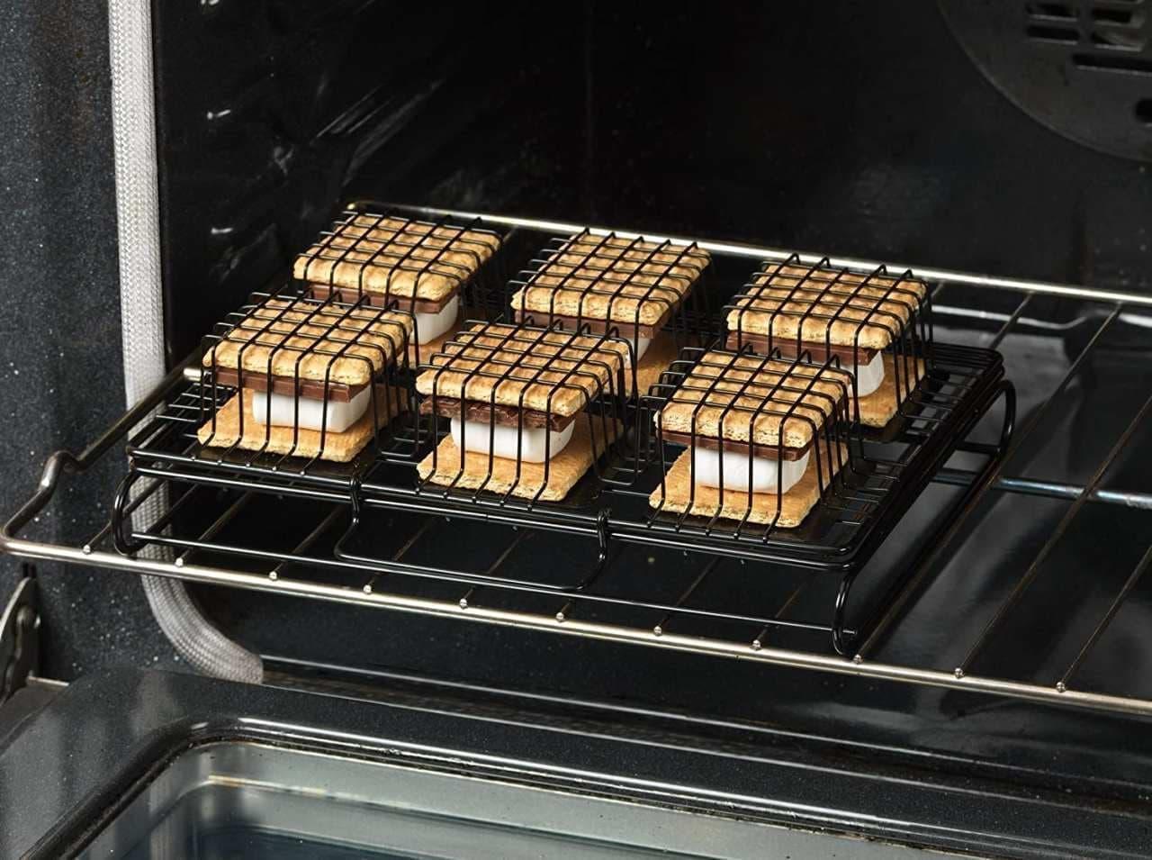 自宅のオーブンで「スモア」を!キャンプ気分を味わえる「Six-S'more Maker」
