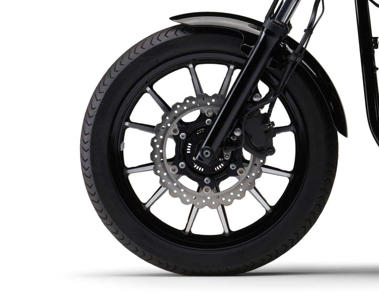 ヤマハのクルーザーモデル「BOLT Rスペック ABS」に2021年モデル ― 「ブルー」「ブラック」を新設定