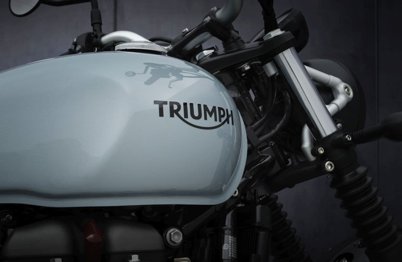 トライアンフ「Street Scrambler」に2021年モデル登場 ― 最高出力65PSの新ブリティッシュツインエンジンを搭載
