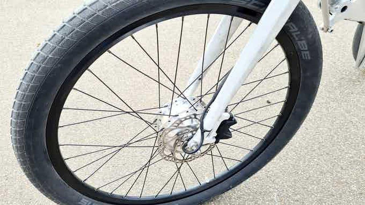 スラロームが楽しい!3輪の電動バイク「E-Trike」