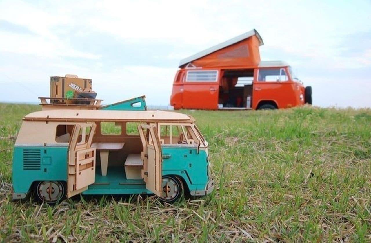 ワーゲンバスが1/18スケールの木製パズルに!VWとコラボした「ki-gu-mi Vintage フォルクスワーゲン T1 キャンパーバン」