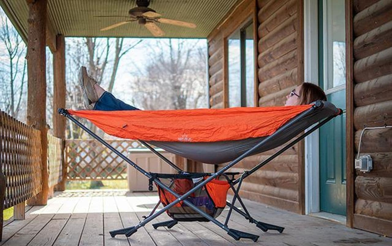 自立式ハンモック「Mock One」折り畳むとキャンプチェアサイズに