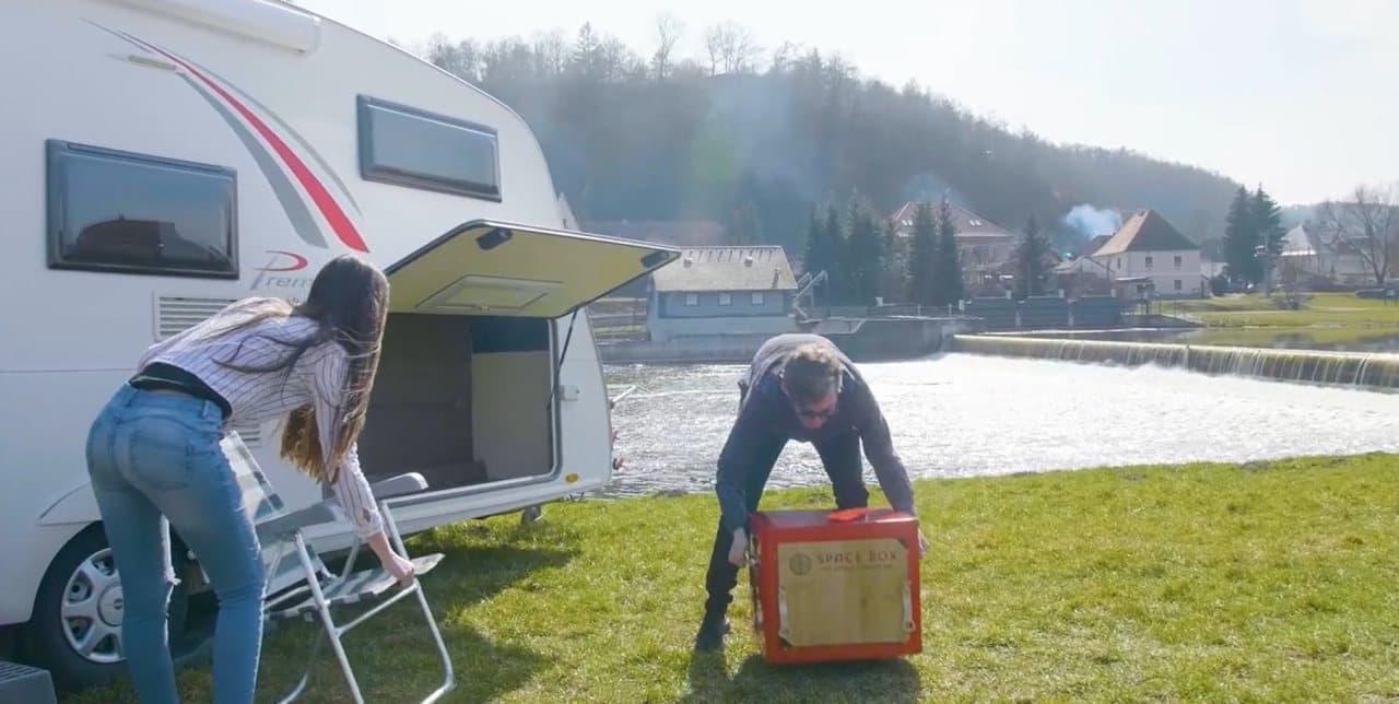まるで自宅キッチン!キャンプ用調理ギア「SPACE BOX」誕生 ― クーラーボックスサイズに2口コンロ・オーブン・調理台完備