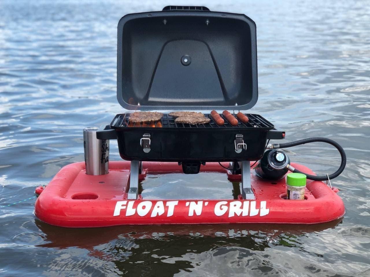 水上でBBQ! 水に浮くグリル「Float'N'Grill」