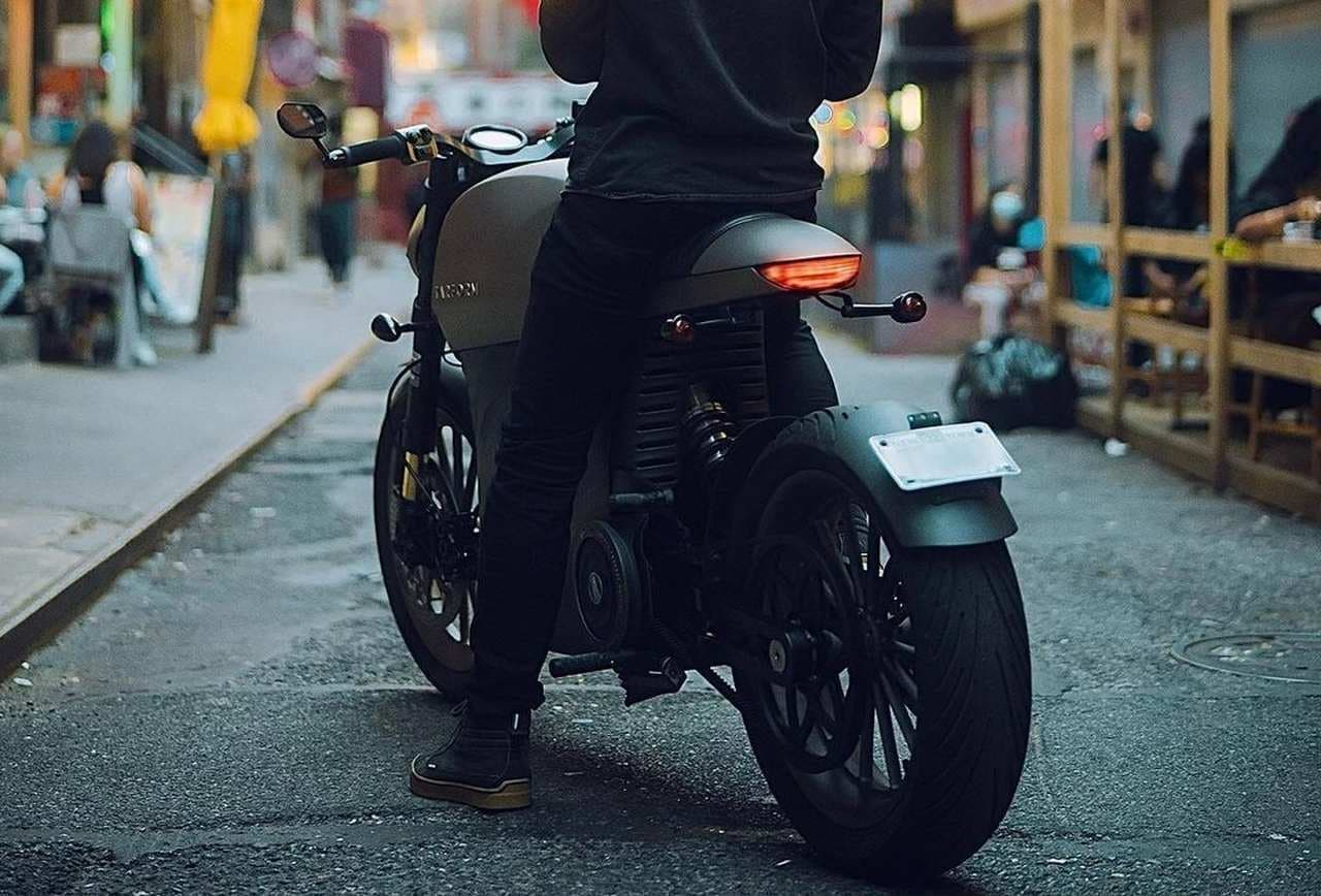 電動バイクTarform「Luna」にカフェレーサースタイルの「レーサーエディション」