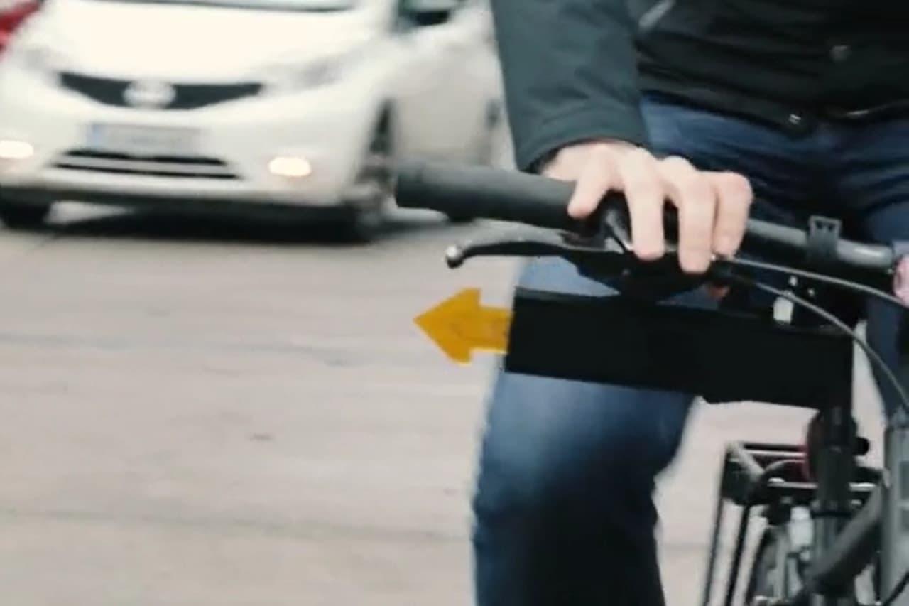 矢印が飛び出して右左折の意志を伝達 自転車用の流れるウインカー「Sigees」