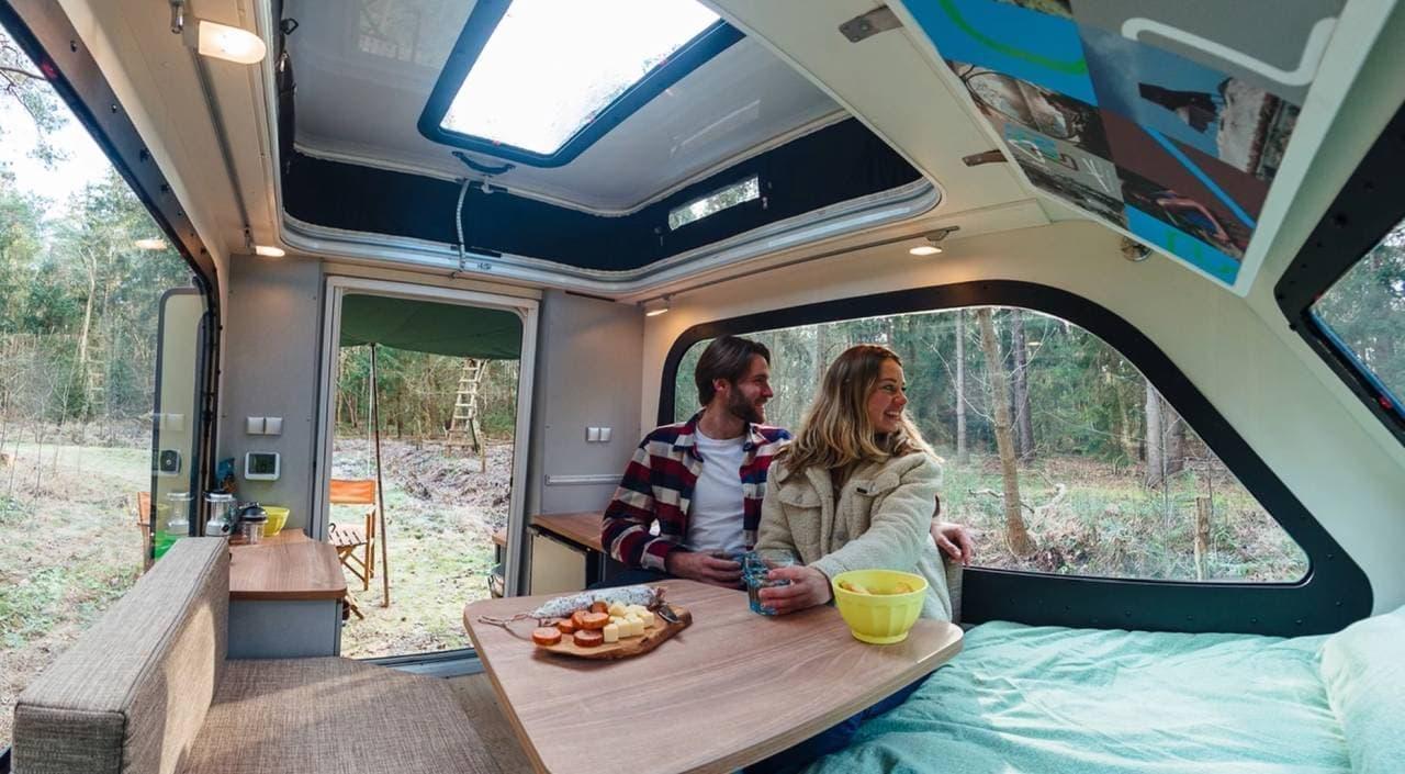 床以外は全部窓 キャンピングトレーラー「パノラマ シェルター」は360度の景色を眺めながら就寝できる