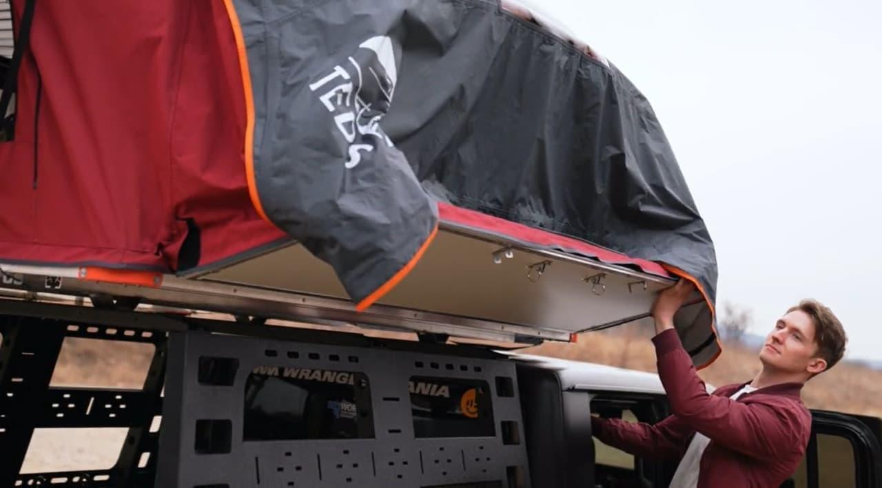 フロアが両開き だから約1m広いルーフトップテント「TEDPoP」