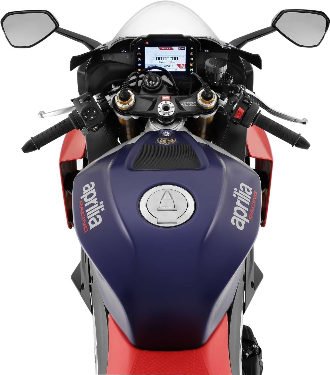羽根付きバイク!アプリリア 新型「RSV4 Factory」受注開始