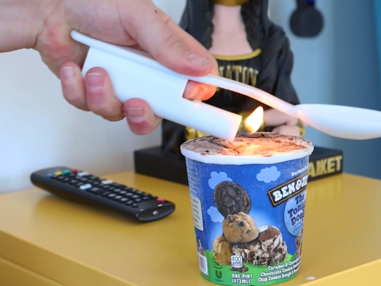 カッチカチのアイスを炎で溶かす「Sizzling Scooper」