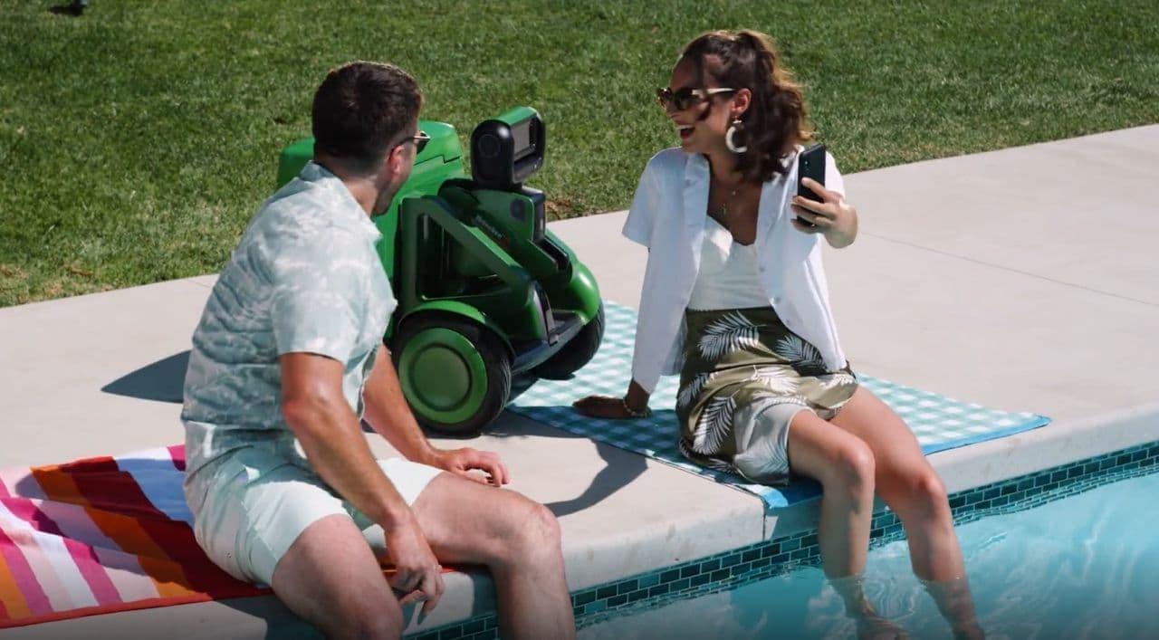 ビール満載であなたを追いかけるロボット「Heineken B.O.T.」