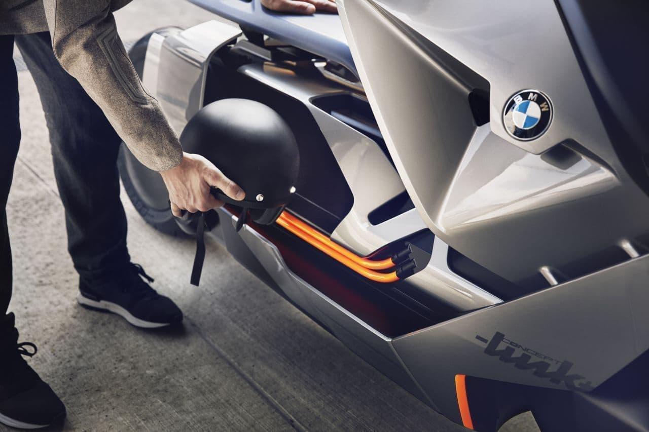 BMWが電動スクーター「CE 04」を発表