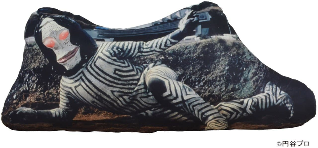 「ダダの寝そべりクッション」発売 全長1.2メートル! 思う存分こねてみよう