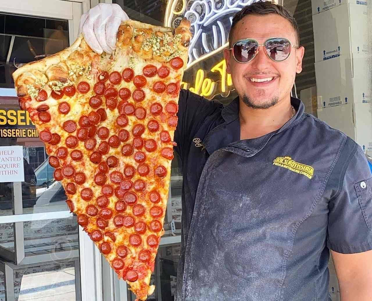 ピザが好き!ペパロニはもっと好き?ジョーズ・ロティセリアの「メガ・スライス」