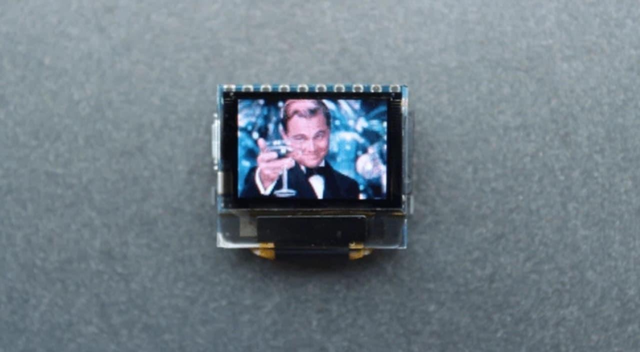 コインサイズのコンピューター「Pocuter」 このサイズでモニター・Wi-Fi・microSDスロット搭載