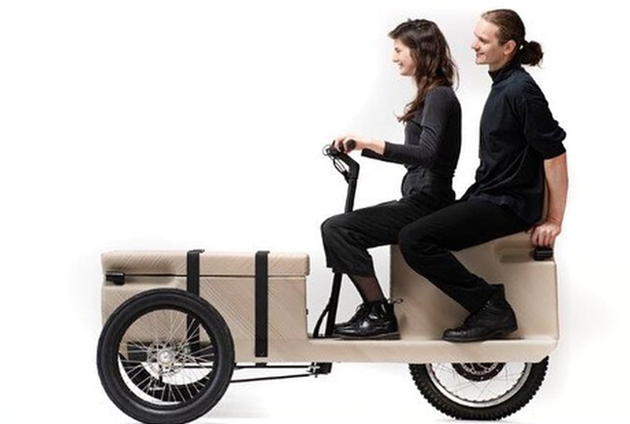 廃プラスチックを原料に3Dプリンターで製造する電動バイク「ZUV」