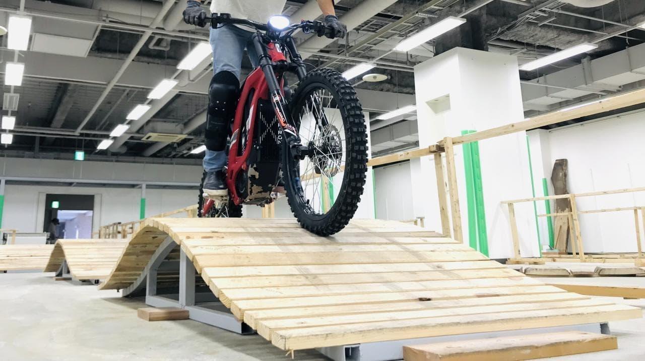 電動バイクを思いっきり楽しめる「e-TRAIL PARK」イオン海老名SCにオープン