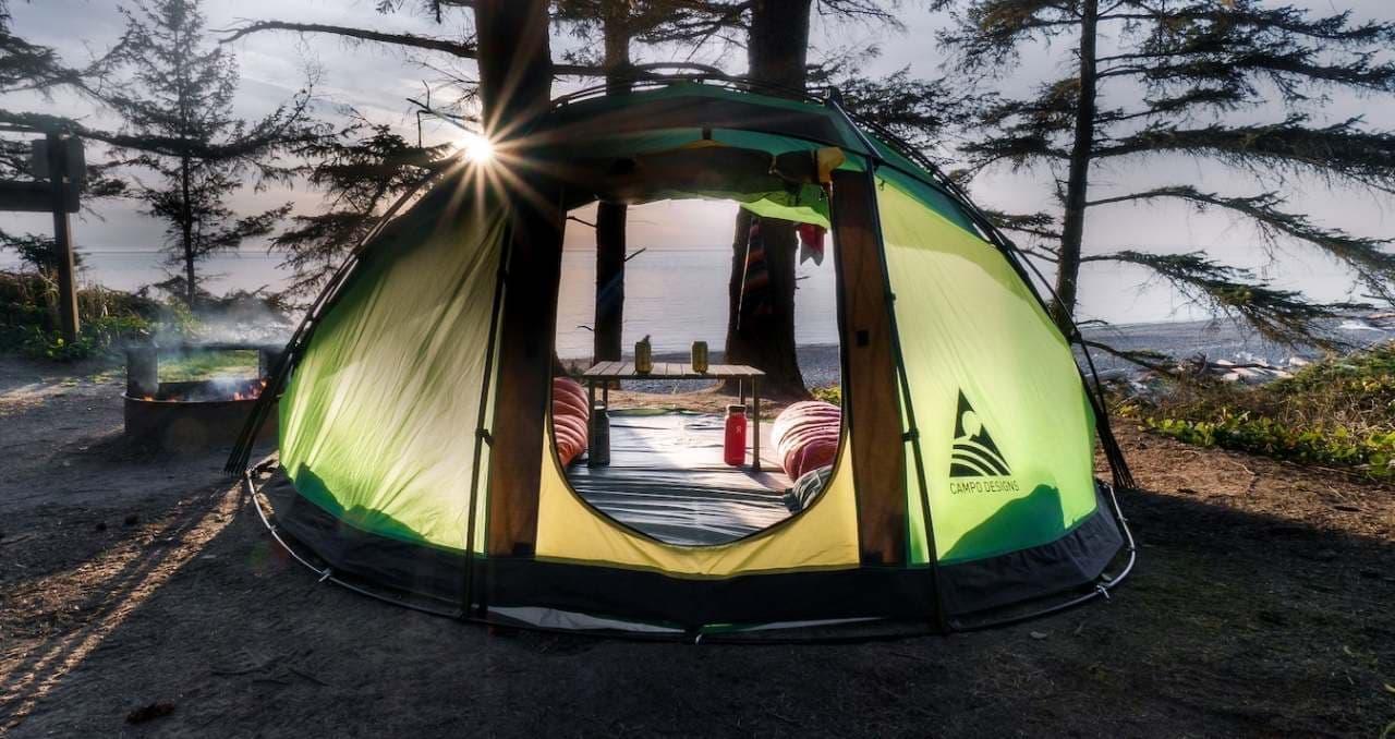 蛇腹なテント「Escape M4」 - 開けばビーチシェードとして利用可能に