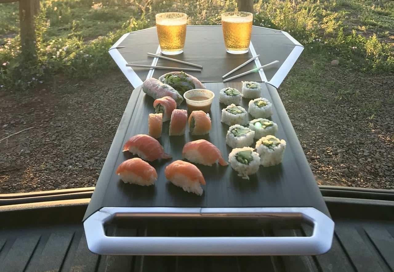 クルマでのデイキャンプに ライトキャンパー向けのダイニングテーブル「Tail Table」