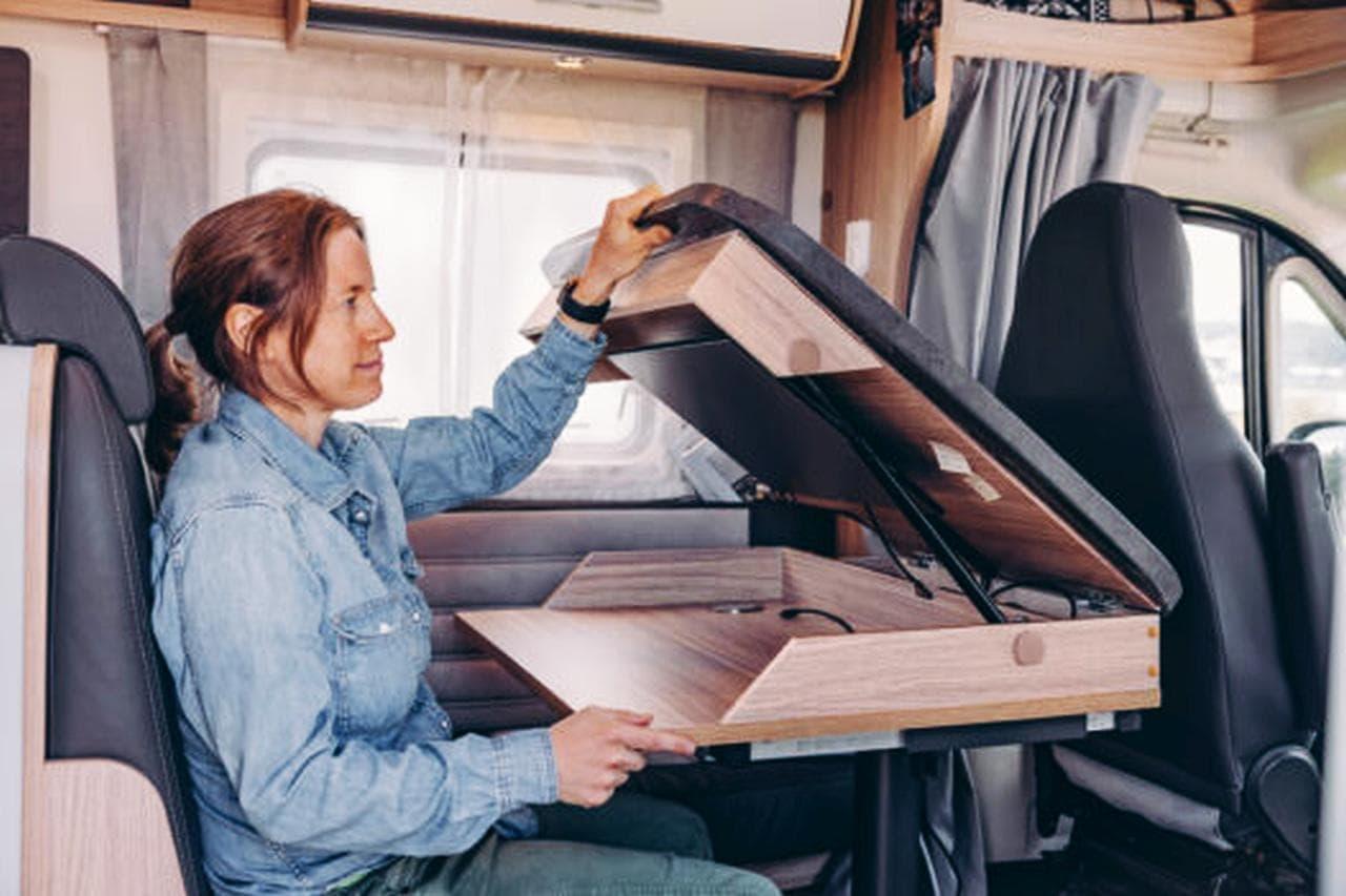 Sunlightによるオフィス向けデザインのキャンピングカー「Home Office On Wheels」
