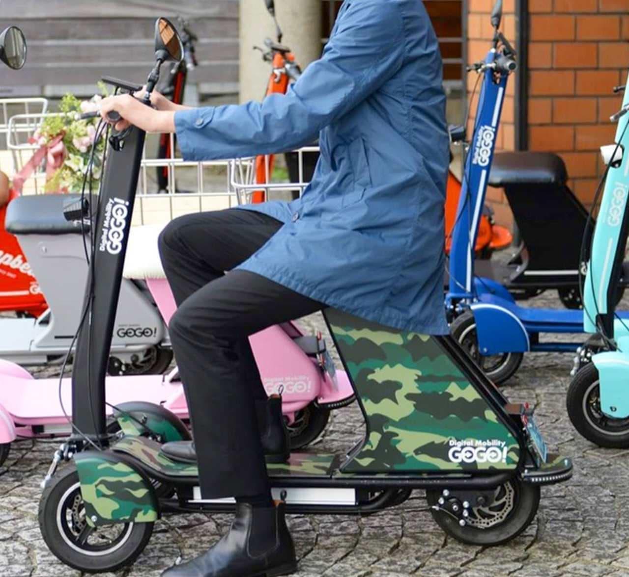 フロント2輪のスポーツ電動バイク「GOGO!R」