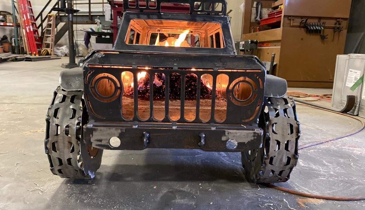 ジープが燃えてる? クルマ好きの焚き火台「Fire Pit Gp 4x4」