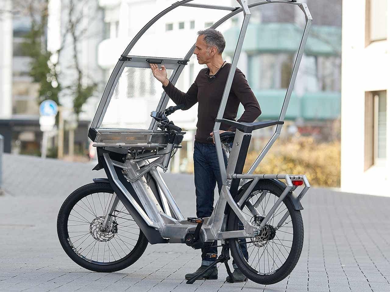 雨が降っても慌てない フロントシールド付きの自転車「AllWeatherBike」