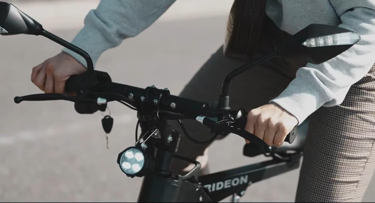 公道を走行できる電動バイク「Aioon」一般販売開始 折り畳めば電車やバスに持ち込める